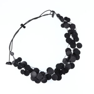 Collier Kazh by Annie B. collection Glycine en cuir de couleur noir