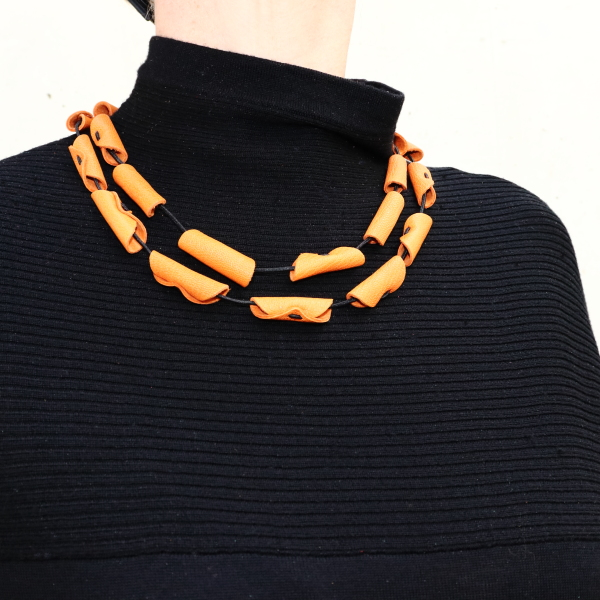 Collier Cannelle en cuir couleur Cannelle de Kazh by Annie B.